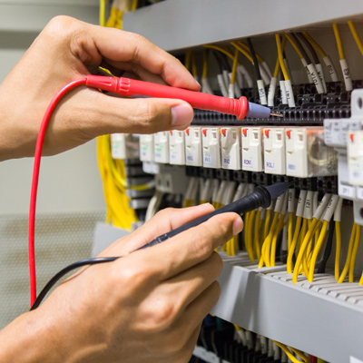 Electrical probes testing wires