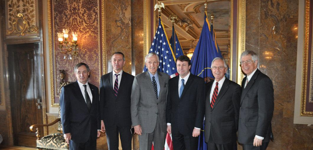 Ambassador Munteanu meeting with Lt. Governor and other local leaders
